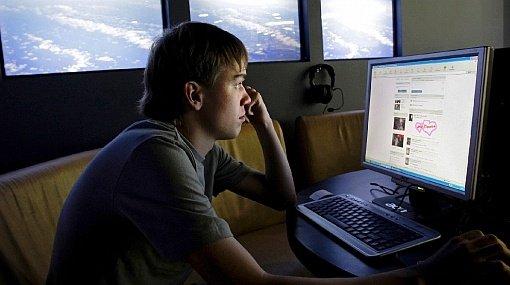 Nu, tinerii nu-și părăsesc interesul în Facebook