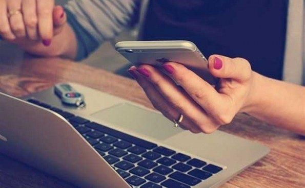 Los móviles tienden una mano a las personas con discapacidad