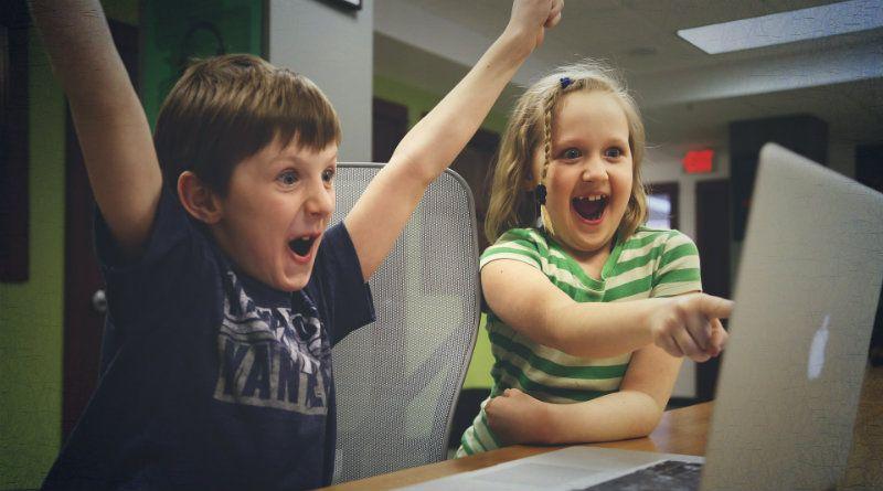 niños-ordenador-apple-adicción-videojuegos