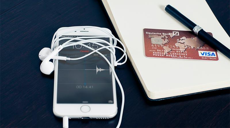 Móvil y tarjeta de crédito