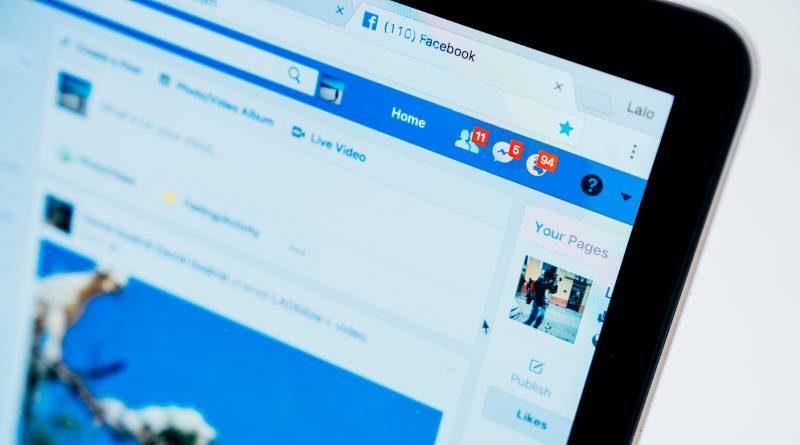 Pantalla con la web de Facebook