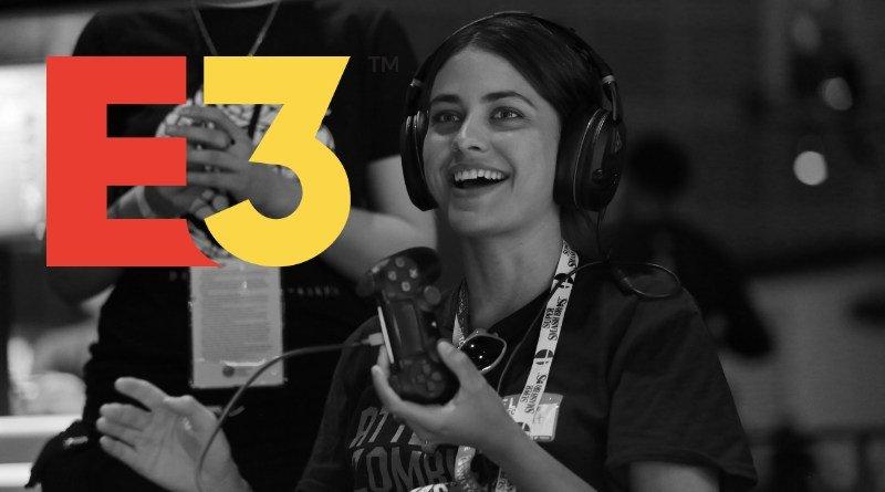 Mujer jugando videojuegos en la E3