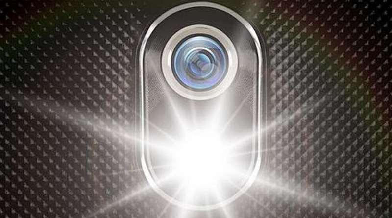 Luz de linterna en el móvil