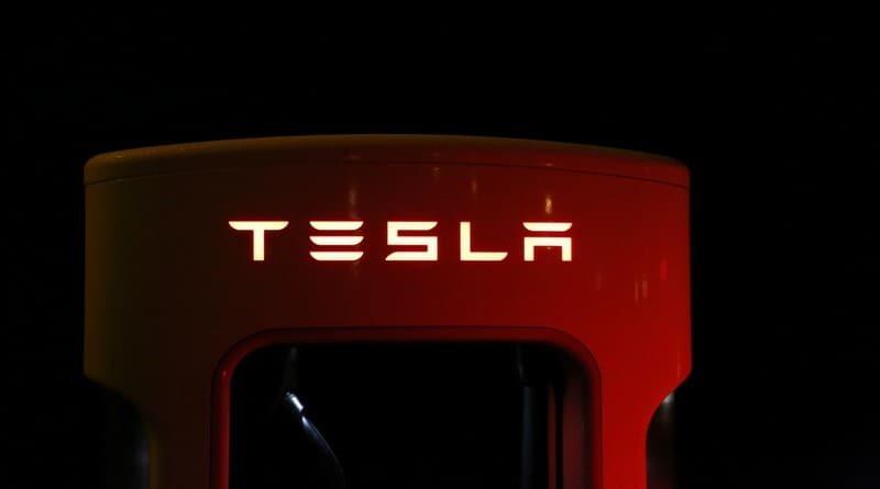 actualización de software de Tesla