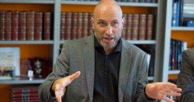 Antonio Lorenzo: «Las redes son una fuente inagotable y agotadora de información»